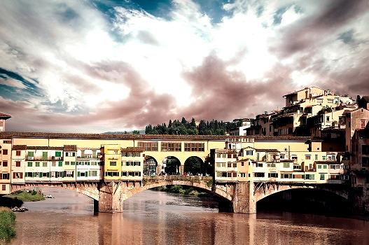 Понте-Веккьо - самый древний и единственный мост Флоренции